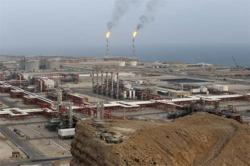 Iran stores more oil on tankers as it prepares to enter markets