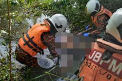 Body of man found in Batu Pahat lake