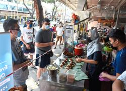Retrenched husband and wife 'rice' above adversity