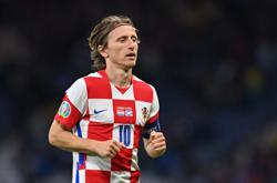 Soccer-Magic Modric leads Croatia into last 16 as Scotland fail again