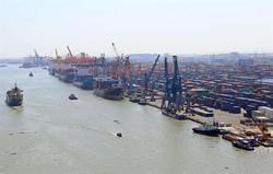 Vietnam records US$1.35bil trade deficit in first half of June