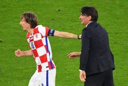 Soccer-Modric pulls the team together: Croatia coach