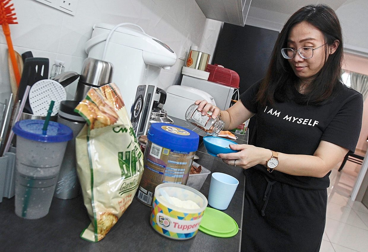 Cheng preparing meals for her two children.