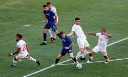 Soccer-Spain hammer Slovakia 5-0 in statement victory