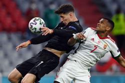 Soccer-Late Goretzka equaliser against Hungary sends Germany into last 16