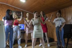 Serbian Roma girl band sings for women's empowerment