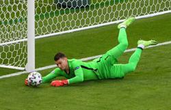 Soccer-We have to make Spain anxious, says Croatia's Livakovic