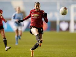 Soccer-U.S. women's internationals Press, Heath leave Man Utd