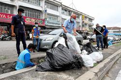 Two shops fined RM1,000 each for dumping rubbish illegally
