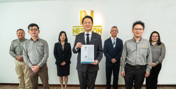 Nestcon Bhd group managing director Datuk Lim Jee Gin (middle) with the newly launched prospectus. He is flanked by finance director Lim Joo Seng (third from left) and M&A Securities Sdn Bhd corporate finance head Gary Ting (third from right), alongside other key senior management team of Nestcon Bhd. (Note: This photo was taken before the FMCO)