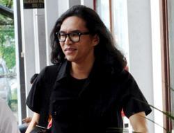 Cops to summon Fahmi Reza next week over poster of Perak MB on Facebook, Twitter
