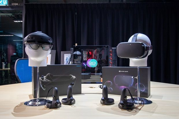 The mixed reality glasses in the form of Microsoft HoloLens (left) and Oculus Quest, virtual reality (VR) headphones developed by Oculus (right), can be used in the XU Studio of APU.