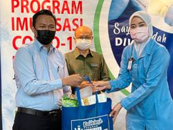 MBSA thanks frontliners, gives out bags of food