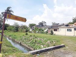Klang residents fear rainy season as monsoon drain behind their house will overflow