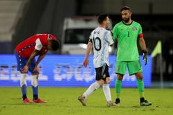 Soccer-Poor pitches perturb players in disappointing Copa America