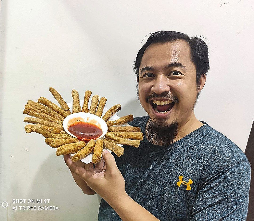 Fadzli has switched from being a fashion trading consultant to selling keropok lekor.