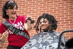 American teenager donates his hair for children with cancer