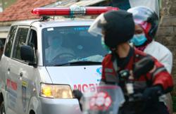 'Call of duty': Indonesian bikers brave COVID-19 surge to escort ambulances