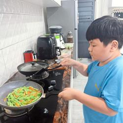 Malaysian parents are teaching their kids how to cook during the lockdown