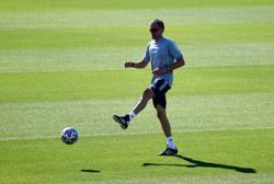Soccer-Luis Enrique rides wave of criticism to galvanise Spain