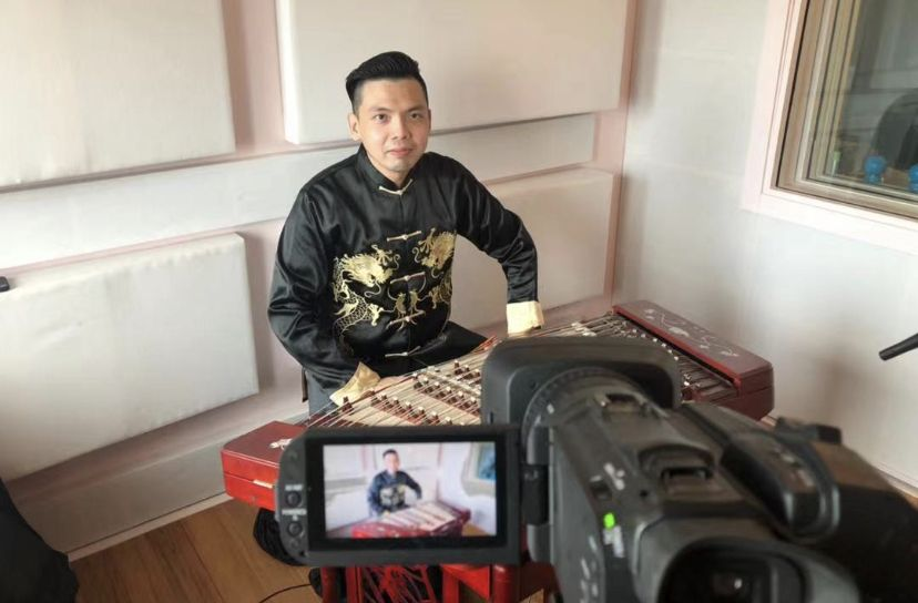 Melaka-based Tan Yong Yaw plays the yangqin (dulcimer) in the remotely produced 'Immerse' show, which will also feature pianist Chow Jun Yi (New York) and lute player Raymond Choo Boon Yew in (Macau). Photo: GTF