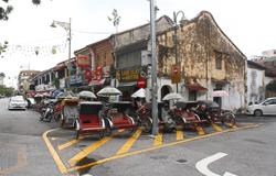 Vaccinating trishaw riders to achieve herd immunity in Penang