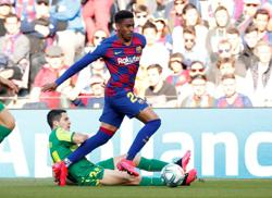 Soccer-Leeds sign defender Firpo from Barcelona