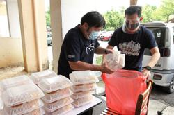 Radio station joins crisis relief squad in providing aid to three families in Bukit Jalil