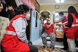 House-to-house jabs for bedridden patients