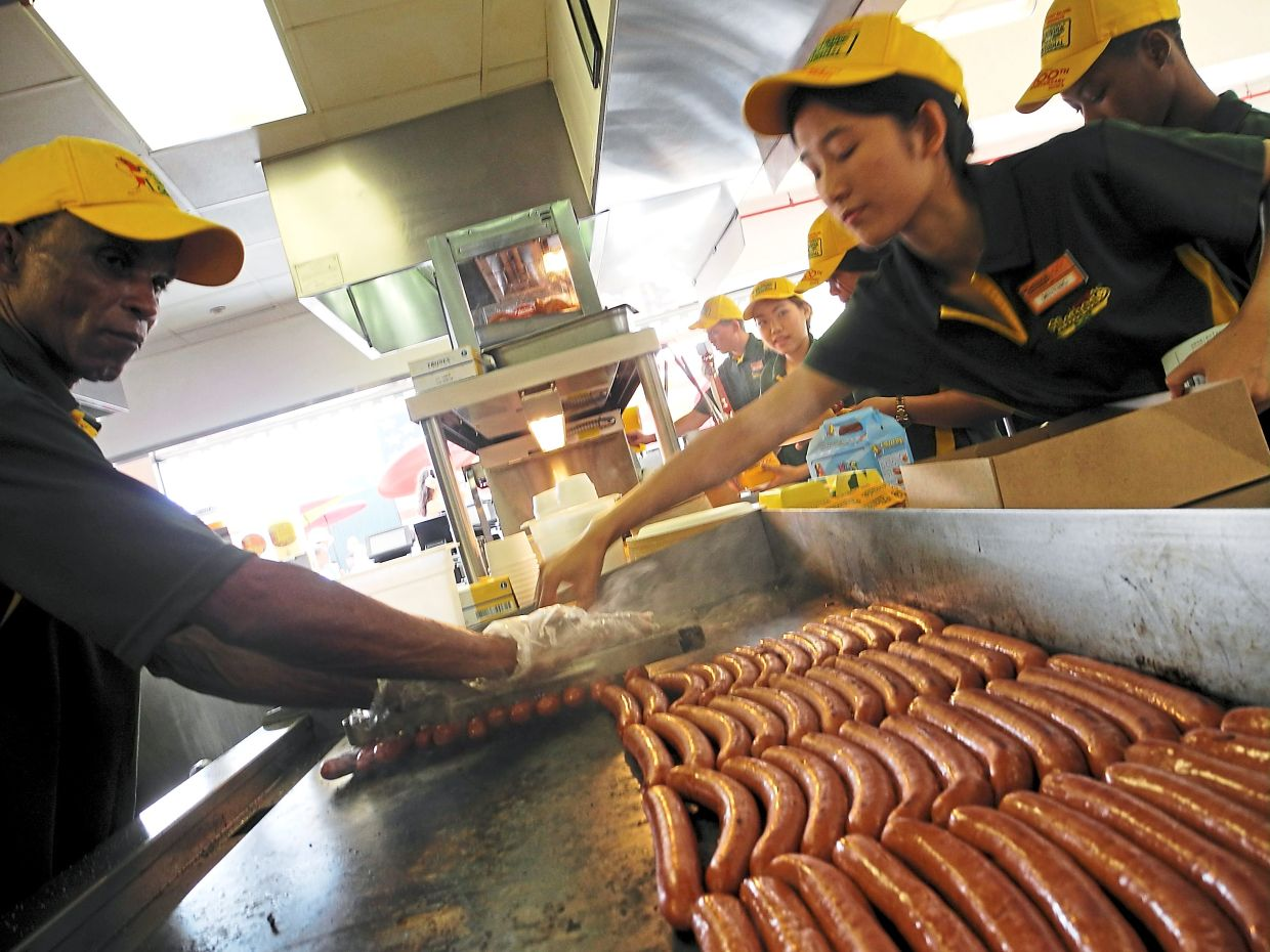 Employees preparing hot dogs at Nathan's restaurant on New York's Coney Island in this 2016 photograph. Photo: picture alliance/dpa