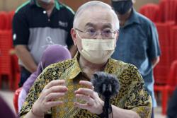 Transport Ministry expects 80% of public transport frontliners vaccinated by Oct 31, says Dr Wee
