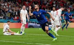 Bonucci has bottle: defender toasts Italy success with Coca-Cola, Heineken