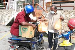 Jobless folk rely on food aid to survive