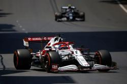 Motor racing-Alfa Romeo and Sauber extend F1 naming rights deal