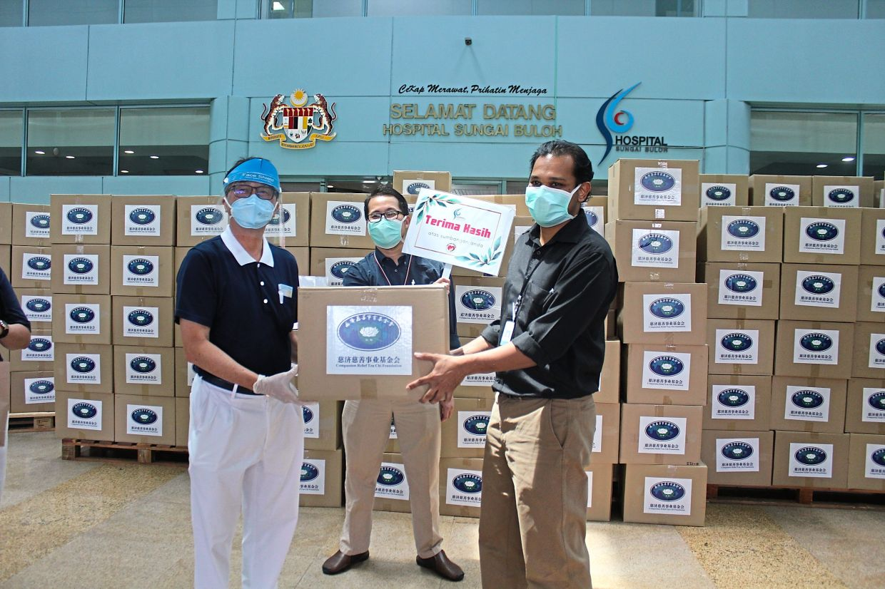 Care packs and other essential items for Covid-19 patients and frontliners at Sungai Buloh Hospital donated by Tzu Chi Foundation Malaysia.