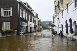 Thousands of Dutch urged to leave their homes as rivers flood