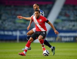 Soccer-Leicester sign former Southampton defender Bertrand