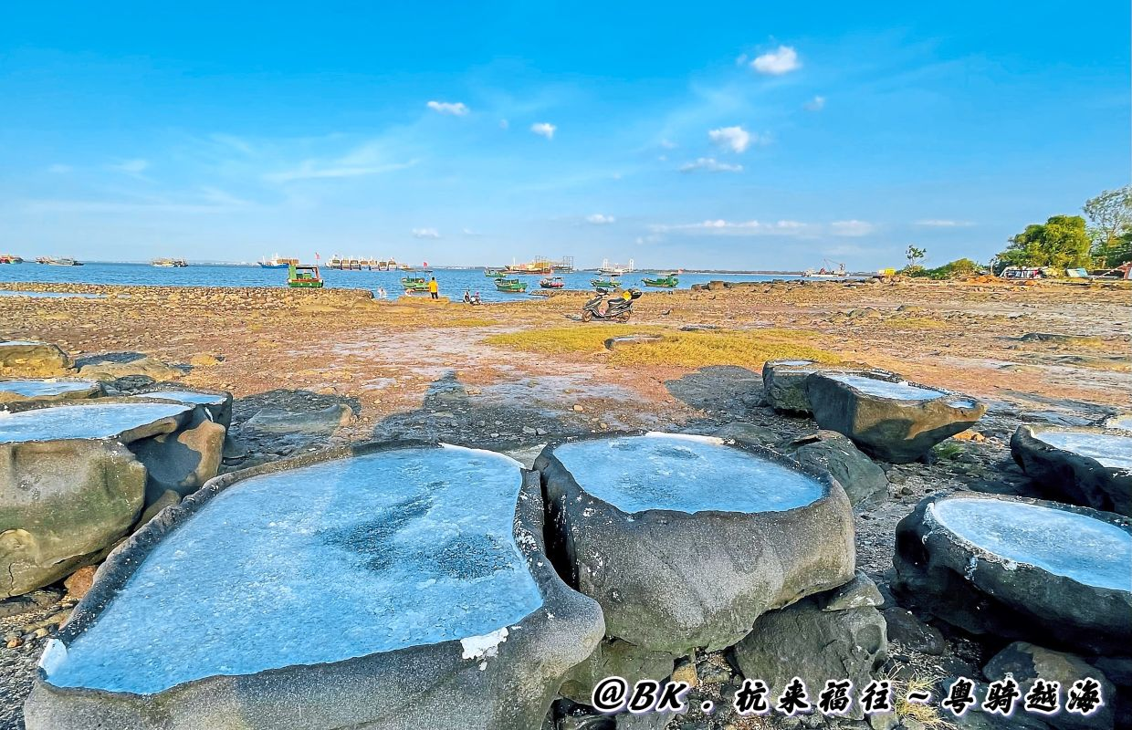 The  beaches in Hainan reminded the writer of Penang.