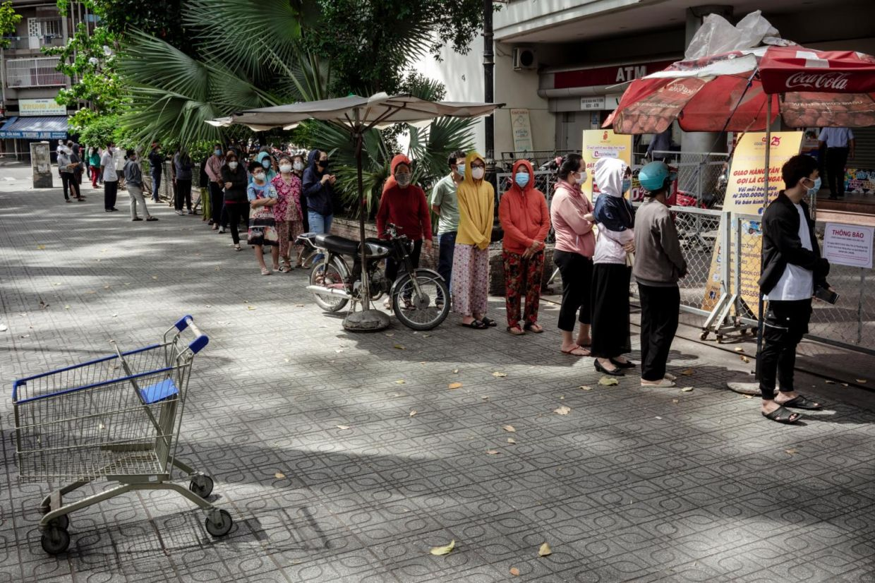 As wet markets are closed, only authorised supermarkets can operate and sell groceries. - PHOTO: JOANIK BELLALOU