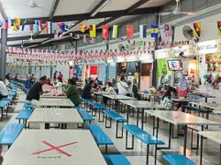 Sibu food court only accepts inoculated dine-in customers