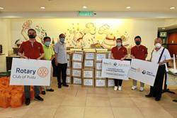 Club gives food boxes to needy in Bukit Bintang, Cheras