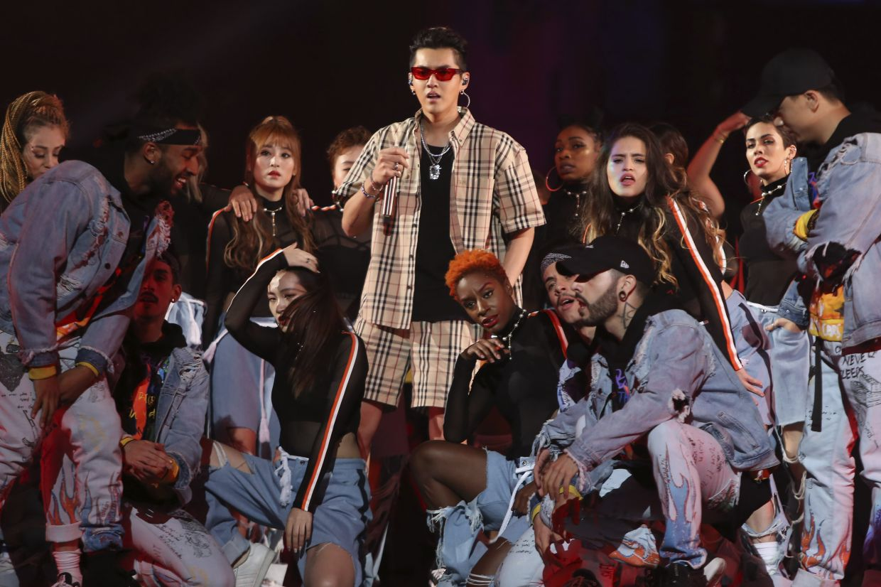 Singer Kris Wu, center, performs in the 2017 Tmall 11.11 Global Shopping Festival gala, in Shanghai, China on Nov 10, 2017. Photo: AP