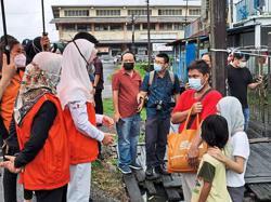 Aid for 225 urban poor families in Sibu