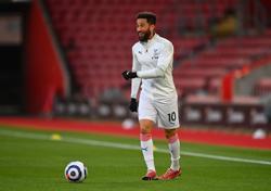 Soccer-Everton sign former Palace winger Townsend, goalkeeper Begovic