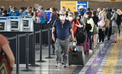 United Airlines revenue tops estimates