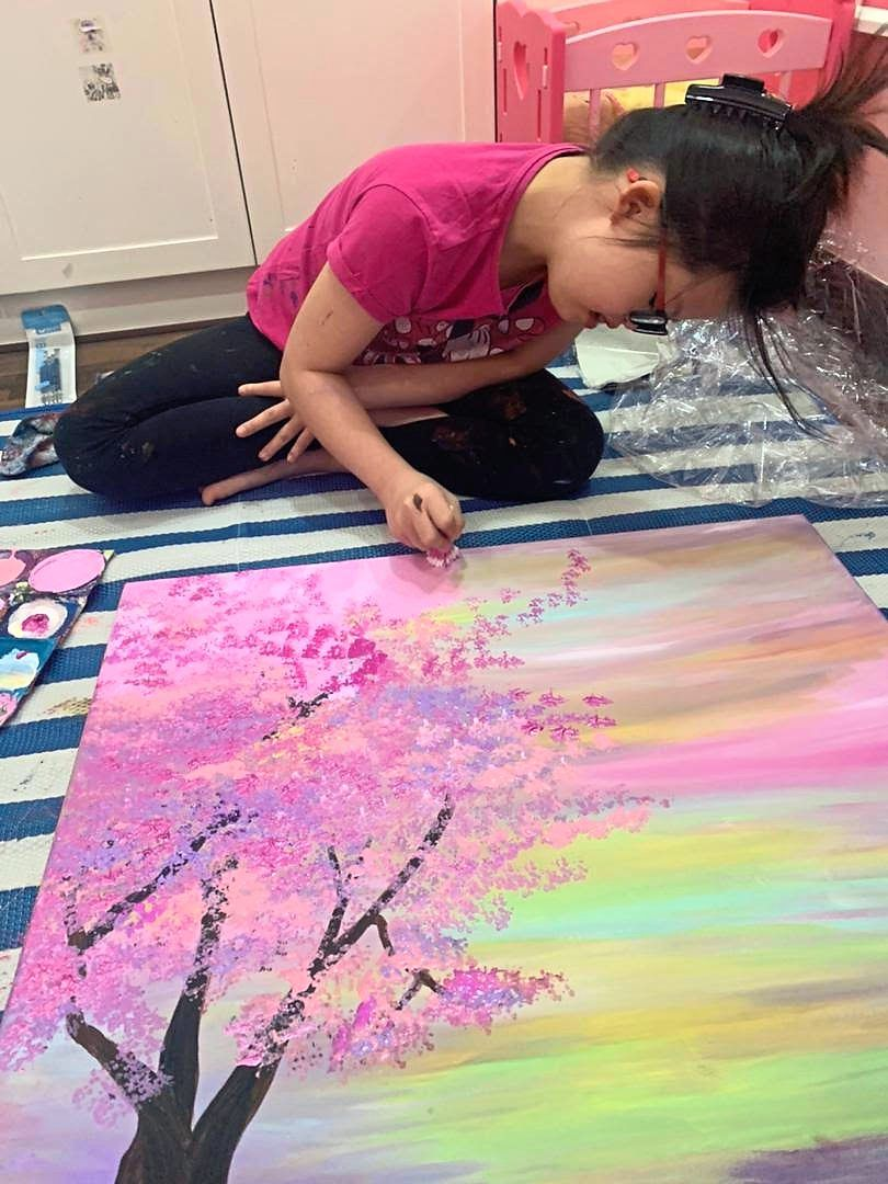 Maryam works with acrylic paint, using different techniques including finger painting, swab painting, brush painting and sponge painting.