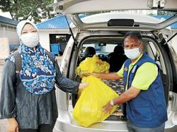 Food baskets given to poor families in Petaling district