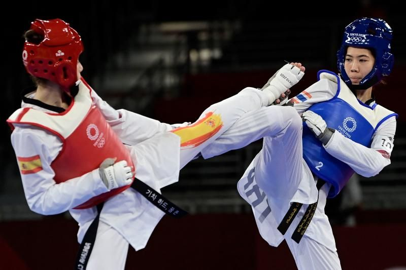 Thailand's Panipak Wongpattanakit (Blue) and Spain's Adriana Cerezo Iglesias (Red) compete in the taekwondo women's 49kg gold medal bout during the Tokyo 2020 Olympic Games at the Makuhari Messe Hall in Tokyo on Saturday July 24, 2021. - AFP