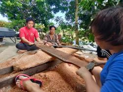 Family keeps traditional sago extracting methods alive