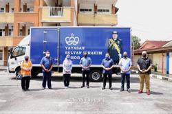 Johor Ruler provides aid to Tanjung Sedili storm victims